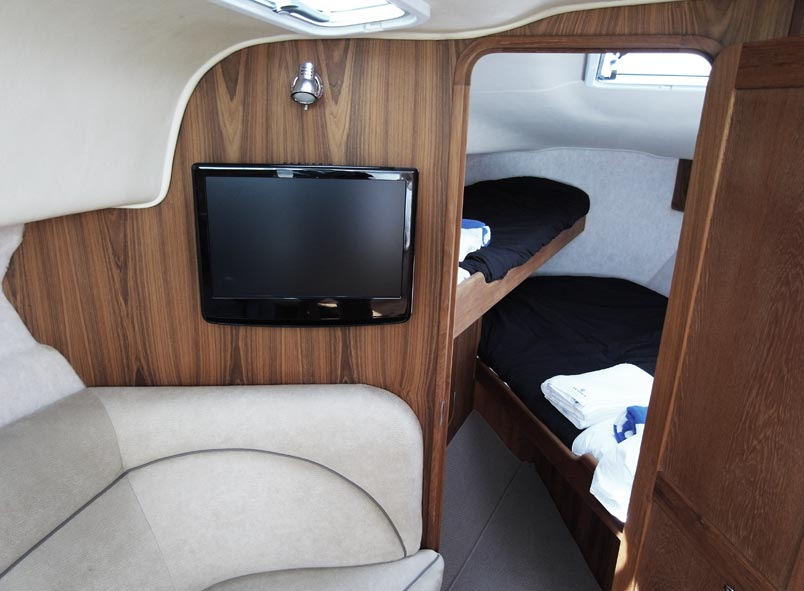 Rayglass 4000 fwd cabin