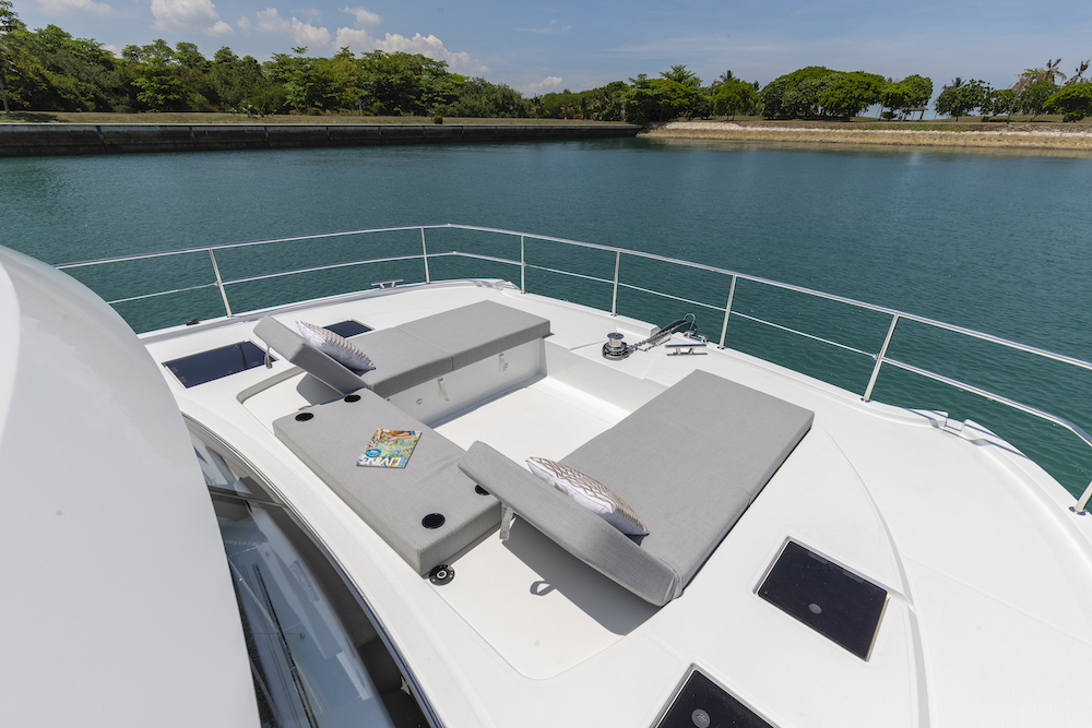 Fountaine Pajot MY40 foredeck