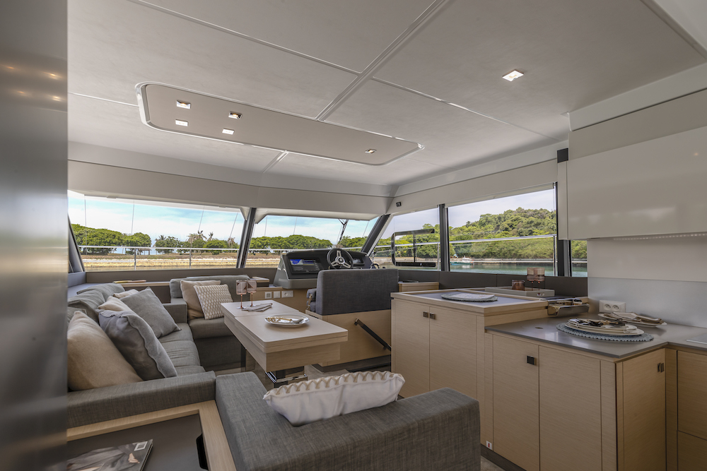Fountaine Pajot MY40 saloon 3