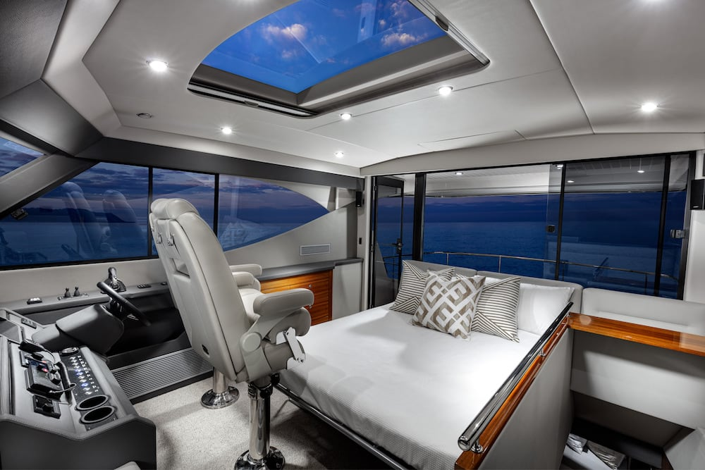 M51_Flybridge_Bed_small