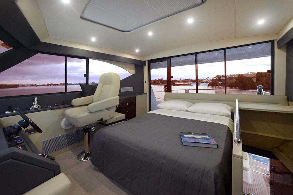 Maritimo M51 Flybridge bed