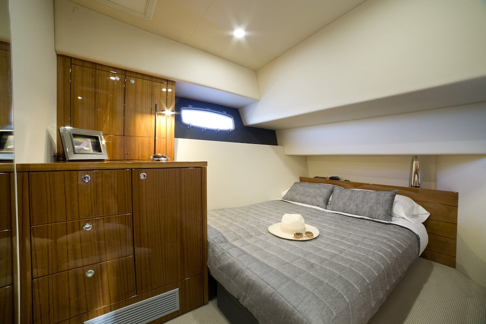 Maritimo M59 guest bed