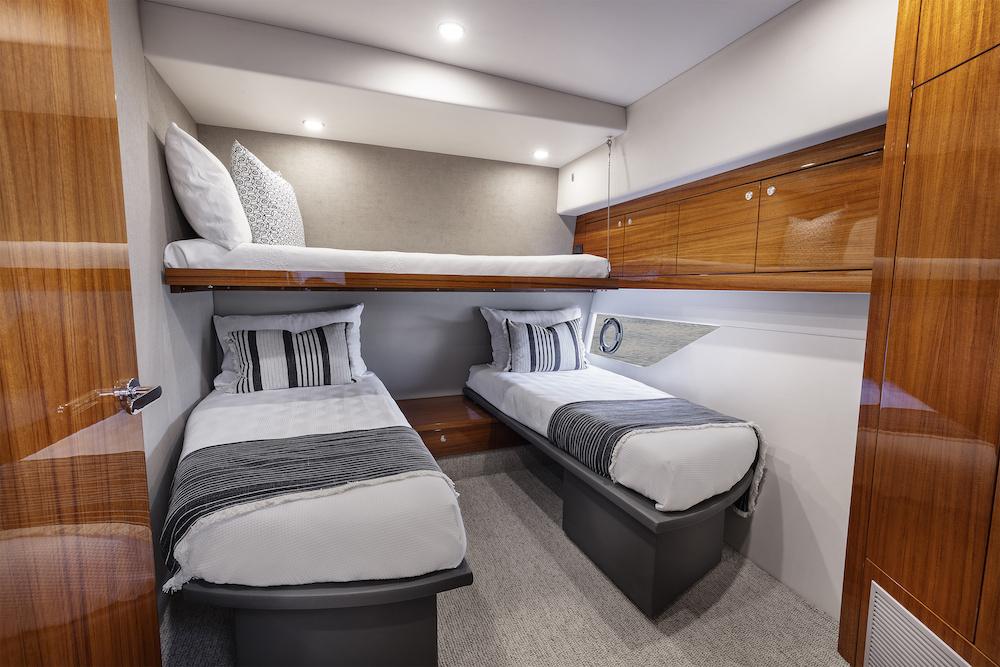 Maritimo M64 VIP cabin